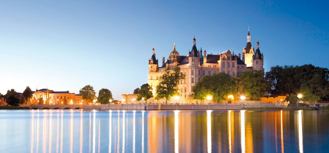 Германия все о Германии сайты Германии рефераты и статьи о  Города Германии Оживленные крупные города архитектурные памятники исторические достопримечательности оживленные пешеходные зоны живописные фахверковые